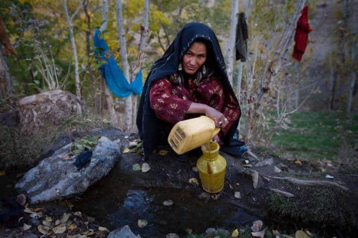 Women collect water from a stream in the village of Borlak Paein in Bamyan Afghanistan. Kate Holt.