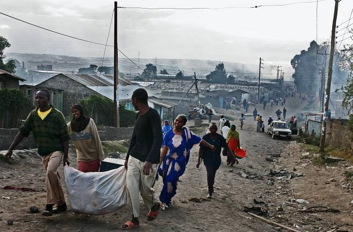 People flee their homes after a day of intense rioting between the Kalinjen and Kikuyu tribes. Kate Holt.