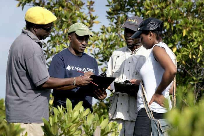 Dr Bernard Kirui, a Kenyan scientist, discusses research techniques with Earthwatch volunteers. Kate Holt.
