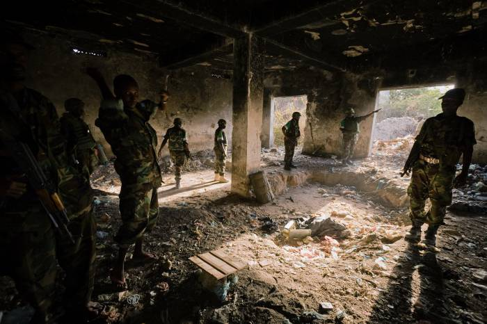 The then AMISOM Force Commander, Major General Nathan Mugisha is shown changes to the frontline. Kate Holt.