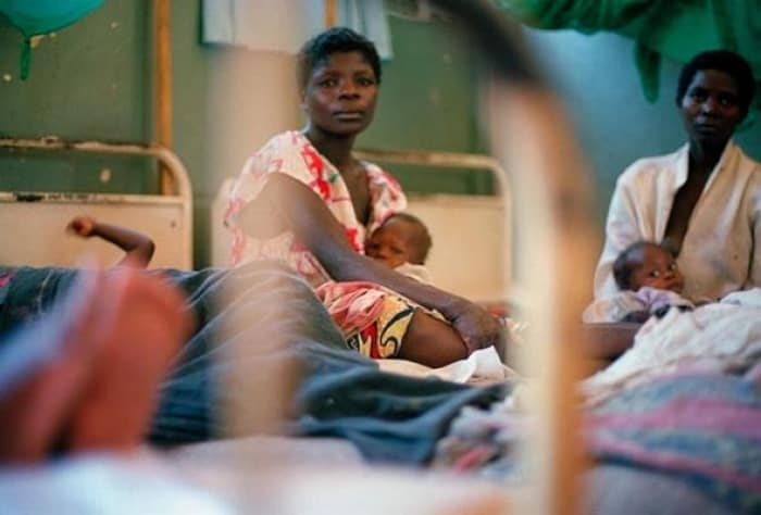 Women and their children in Kalemie hospital, Katanga, who have walked for days to reach the sanctuary of the hospital. Kate Holt.