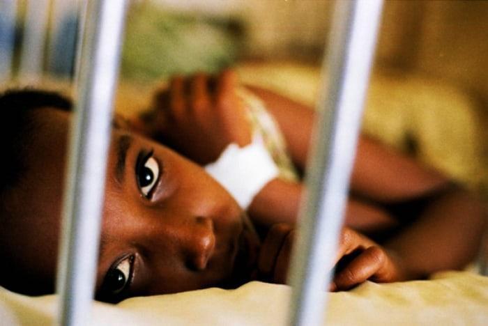 A young girl in a hospital in Djibouti town, supported by Johanniter. Kate Holt.