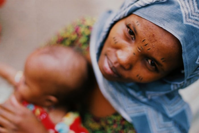 A woman and her baby at a health clinic in Tadjoura, supported by Johanniter. Kate Holt.