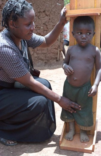Kabare Health Zone - Mbiza. An IRC worker carries out a nutritional Health survey. Kate Holt.