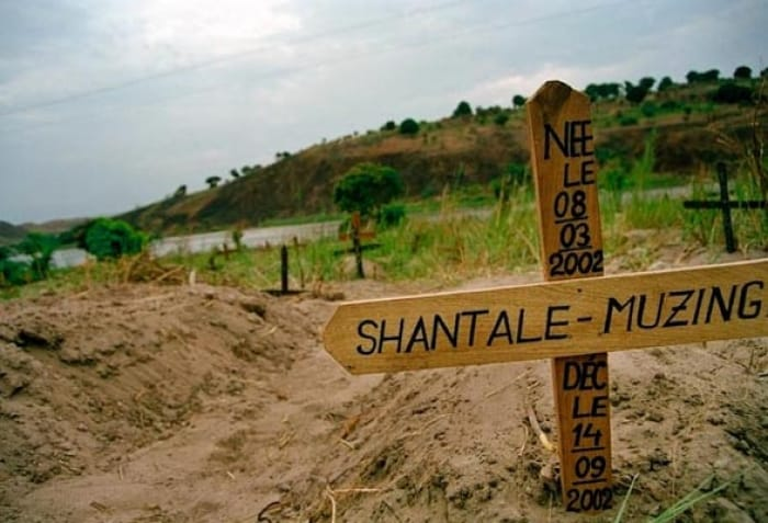 A graveyard by the river in Kalemie. The IRC conducted a mortality study in 2001. Kate Holt.